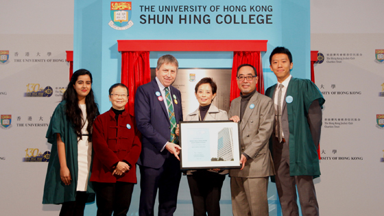 Ms Cynthia Mong and Mr David Mong receiving a souvenir from Professor Ying Chan and Professor Peter Mathieson.