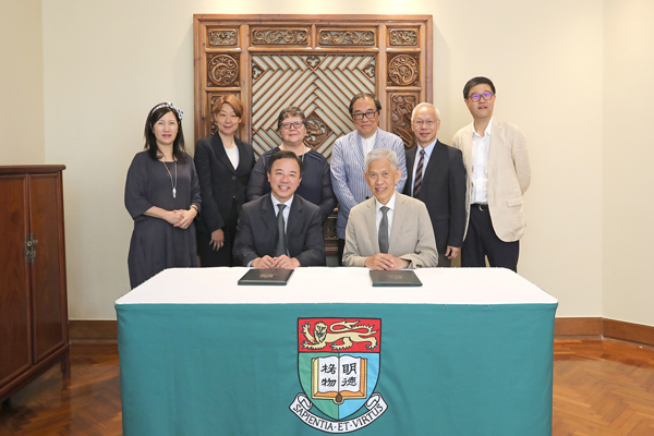 Mr Tin Hing Sin, Chairman of the Tin Ka Ping Foundation (front right), signs the donation agreement with HKU President and Vice-Chancellor Professor Xiang Zhang (front left). Back row from left to right: Ms Bernadette Tsui Wing-Suen (Associate Vice-President (Development & Alumni Affairs), HKU), Ms Peggy Cheung (Director of the Tin Ka Ping Foundation), Professor Lin Goodwin (Dean of Education, HKU), Mr Tai Hey-Lap (Vice Chairman of the Tin Ka Ping Foundation), Mr Tin Wing Sin (Director of the Tin Ka Ping Foundation) and Mr David Day (Chief Executive of the Tin Ka Ping Foundation).